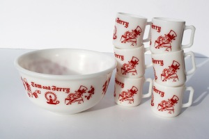 Tom and Jerry Milk Glass Set a
